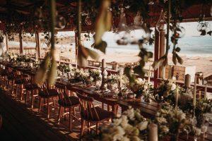 decoracion floral boda mesas en la playa