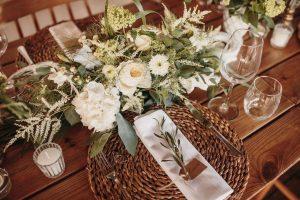 decoracion mesas blancos y verdes