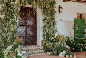 decoración floral arcos