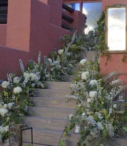 Decoración floral escaleras eventos